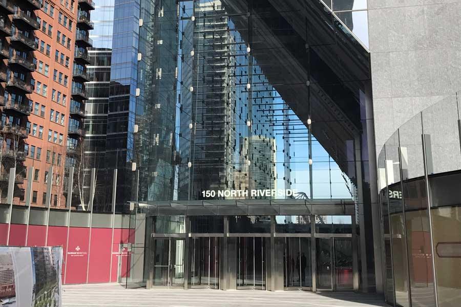 crowncorr-150NRiverside-officebuilding-entrance